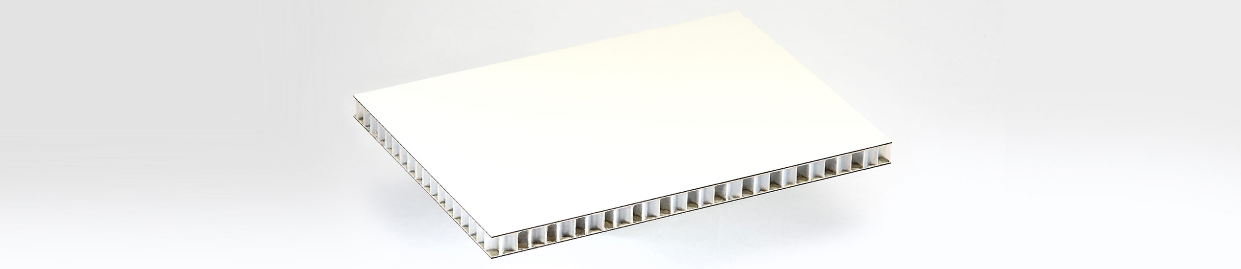 COMPOCEL® HP is a sandwich panel with a face in high pressure laminate and a core in polypropylene honeycomb. It offers high mechanical properties